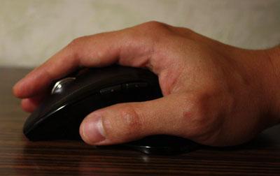 ... палец неудобно ложится на колесо прокрутки